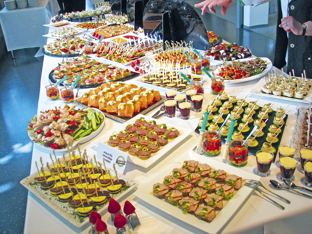 8 secrets to maximize all you can eat buffets the blog for Sideboard tisch