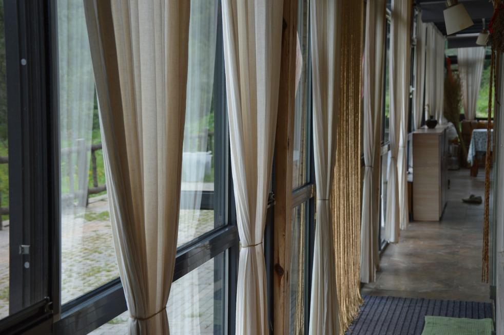 curtain-399497_1920